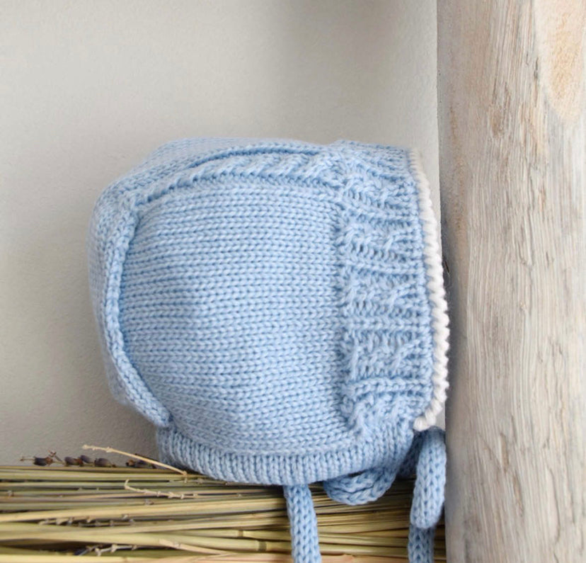 Oliver knitted bonnet blue and white