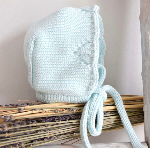 Knitted bonnet in mint green