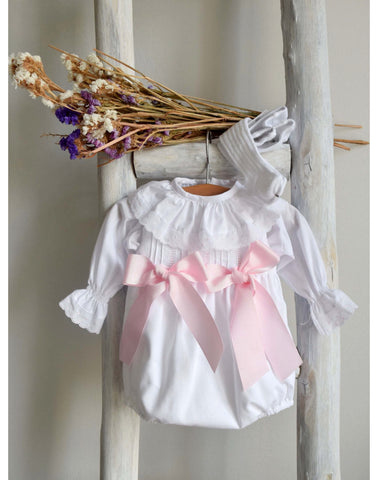 White blouse with pink plumetti details