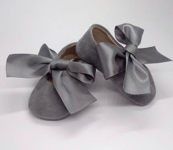Baby ballerina in grey suede