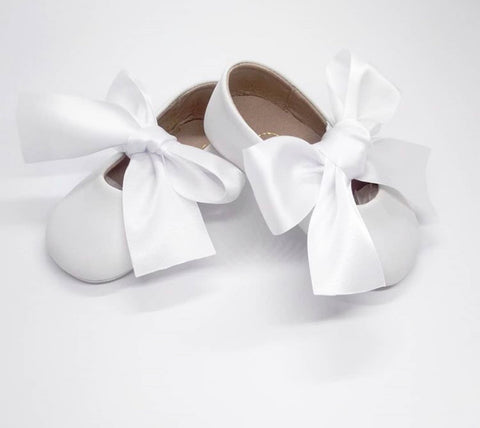 Baby ballerina shoes in white