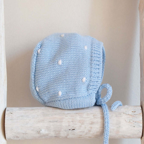 Oliver knitted bonnet with dots