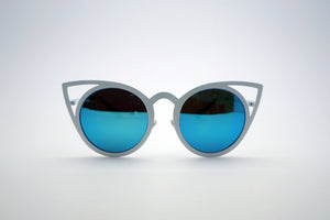 Queens Love - Pussy Power Sunglasses - White Blue