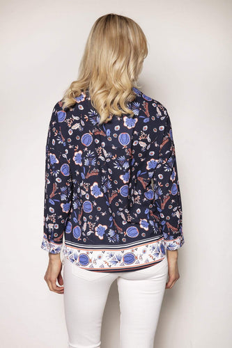 Rowen Avenue Tops Abstract Print Blouse in Navy Tones