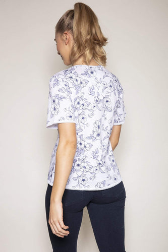 Kelly & Grace Weekend Tops Short Sleeve Print Tee in Blue