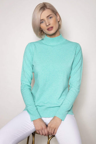 J'aime la Vie Jumpers Green / One Turtleneck Knit in Mint