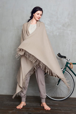 100% cashmere woven throw/cape