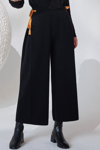 Extra thick 100% cashmere straight cut cropped trousers