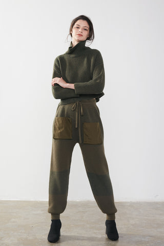Cropped turtleneck cashmere sweater / Cashmere jersey track pants
