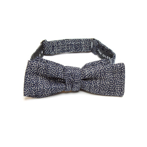 This handmade batwing bow tie by Olaf Olsson is made of Japanese cotton that has a delicate samekomon pattern from Japan. The Indigo Komon bow tie is great neckwear.