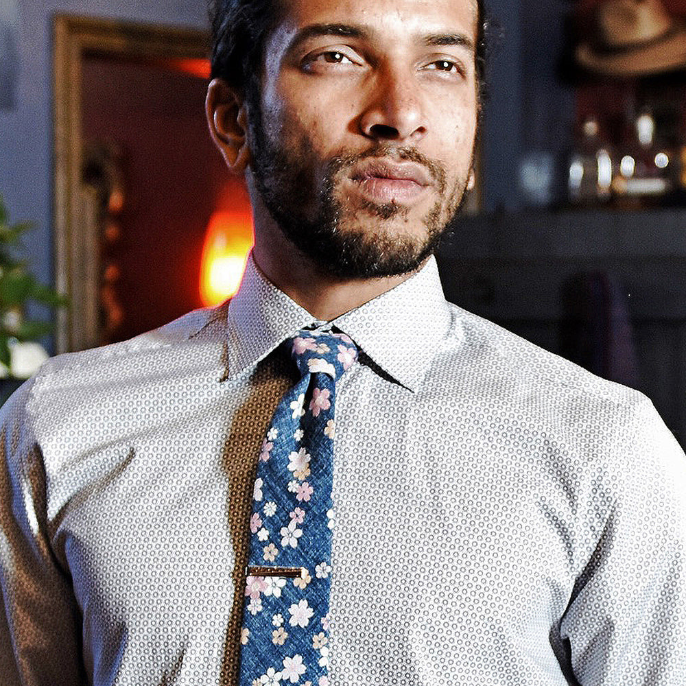 The Little Flowers necktie is a thin necktie from Olaf Olsson made from Japanese fabric with a floral print in blue and grey from Japan. It is beautiful neckwear.