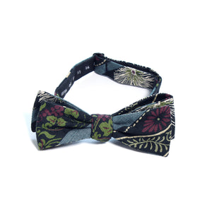 This handmade batwing bow tie by Olaf Olsson is made of Japanese cotton that has a intricate rabbits and chrysanthimum pattern from Japan. The White Usagi bow tie is great neckwear.