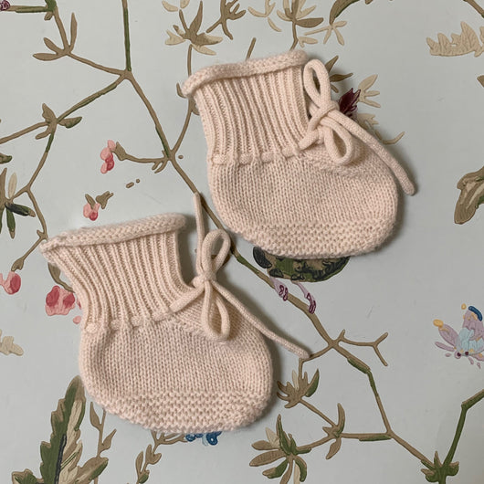 Bonpoint Cream Cashmere Booties: Newborn