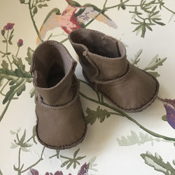 Chloé Taupe/ Brown Leather Baby Booties: 6-9 Months