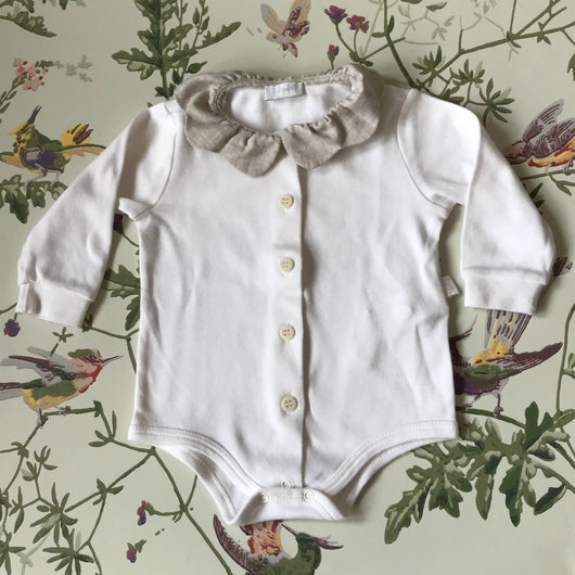 Il Gufo White Cotton Bodysuit With Oatmeal Frill Collar