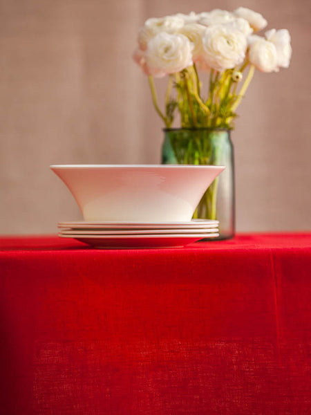 An elegant Scandinavian or Nordic style pure linen tablecloths in many large sizes. This bright Christmas red 100% linen tablecloth combines timeless elegance and modern simplicity. Ready to ship. Fast and cheap worldwide shipping.