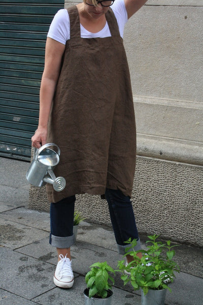 Linen apron pinafore. Brown Japanese style linen apron, made of 100% linen fabric.