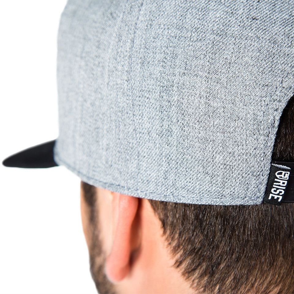 Signature Snapback – Grey/Black - Rise