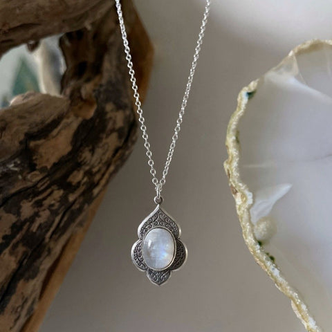 silver moonstone necklace
