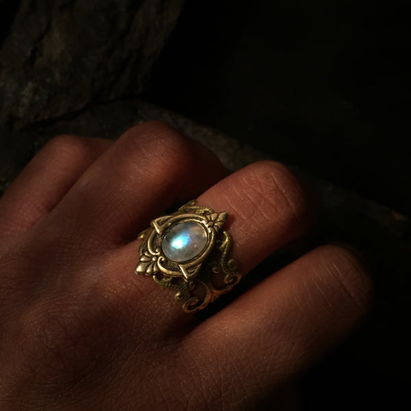 vintage gold moonstone ring