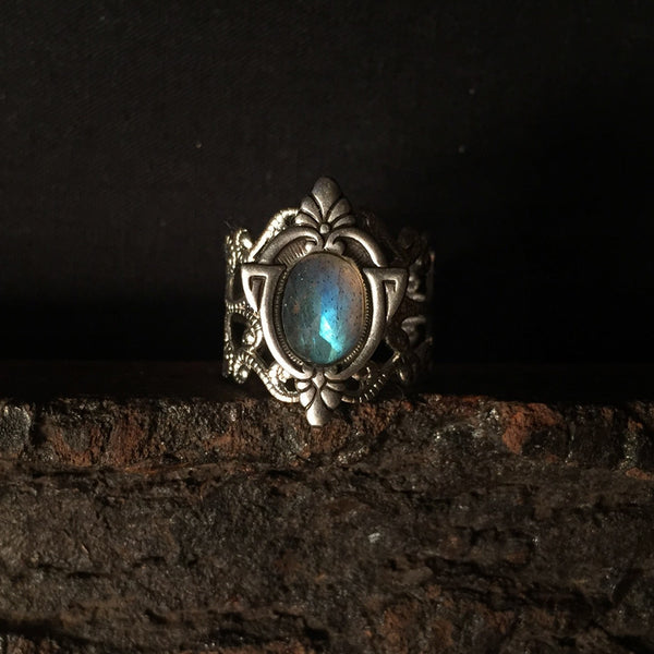aria silver ring with labradorite gemstone