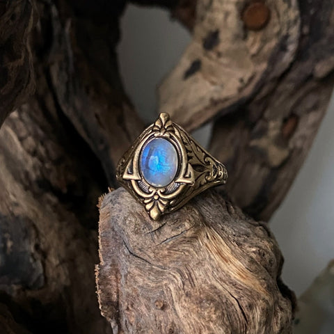 vintage style rainbow moonstone ring