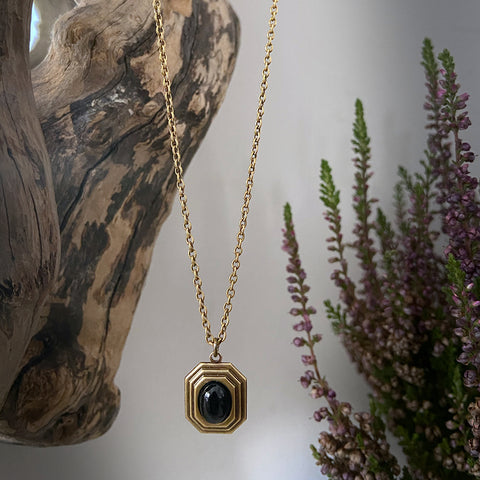 athena gold onyx necklace