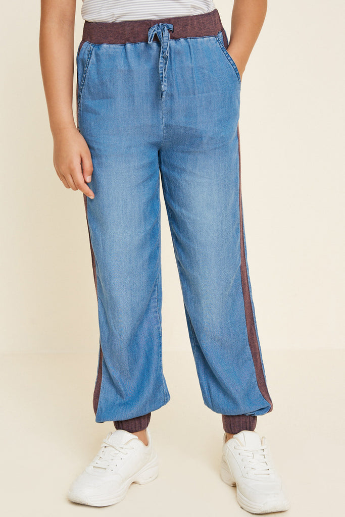 G4542-MID DENIM Chambray Side-Stripe Joggers Front