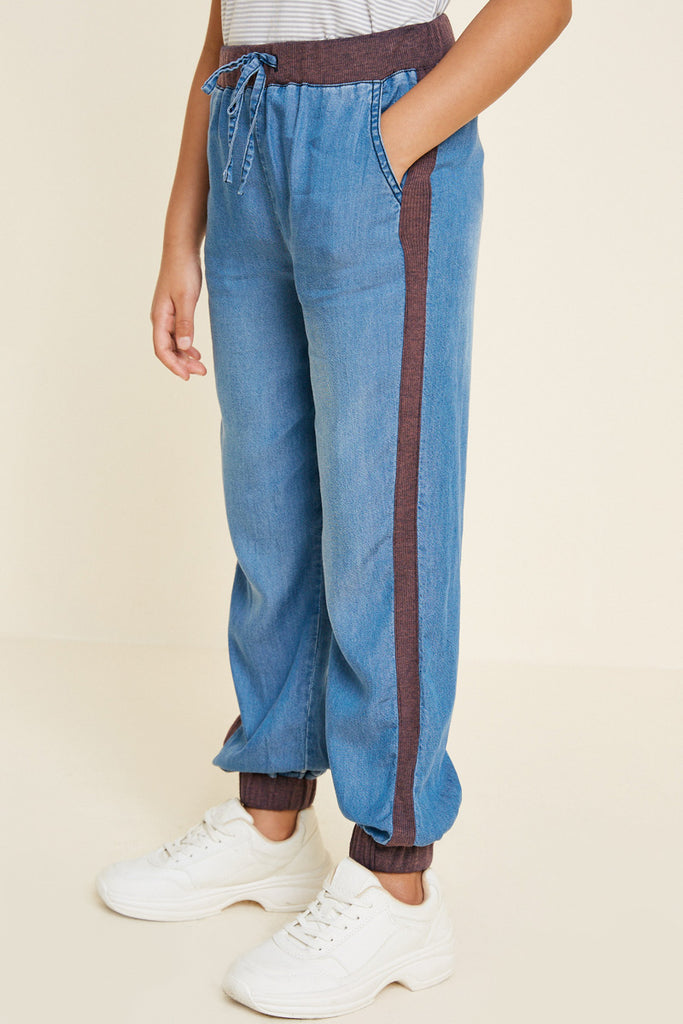 G4542-MID DENIM Chambray Side-Stripe Joggers Alternate Angle