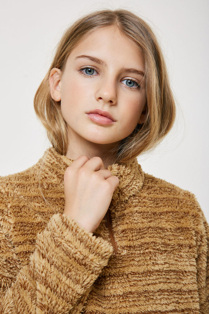 G4579 BROWN Fuzzy Pullover Sweater Detail