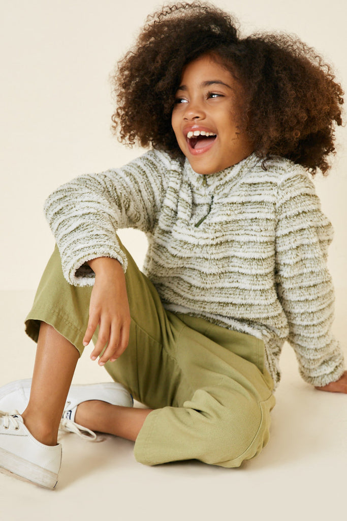 G4579 Olive Fuzzy Pullover Sweater Pose