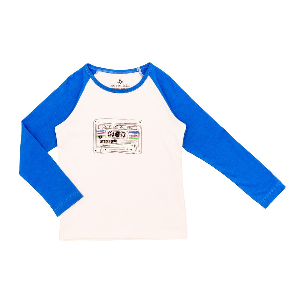 Long-sleeve t-shirt with blue sleeves and cassette player print in 100% organic cotton.