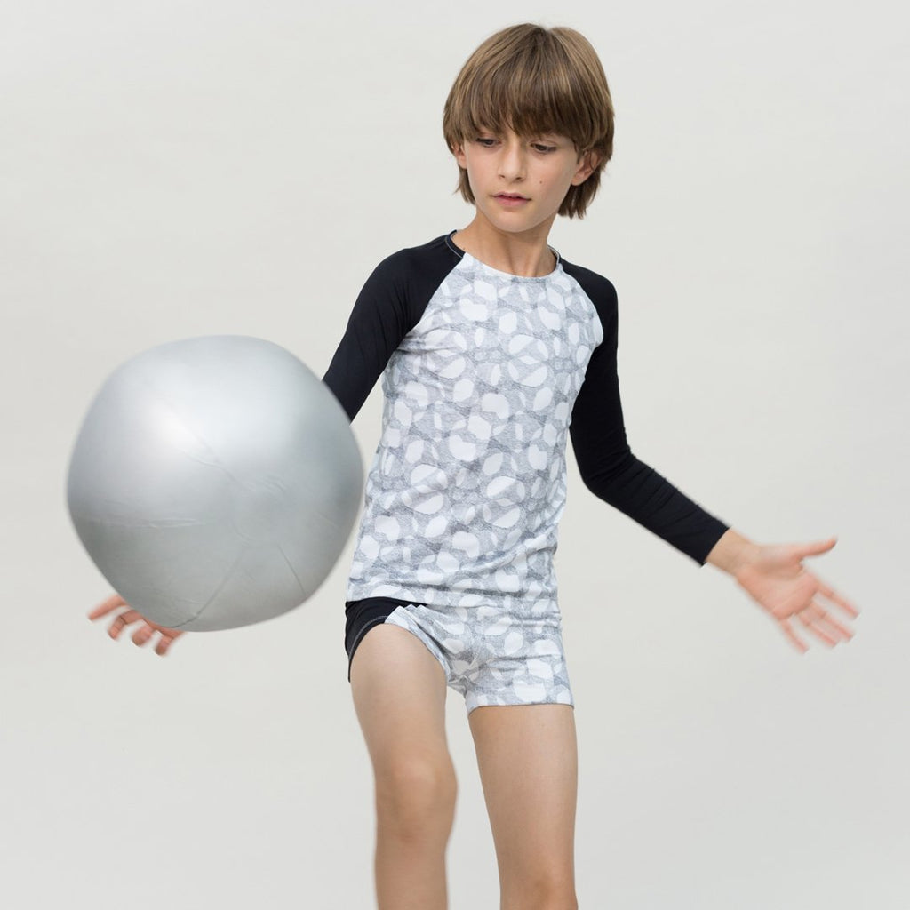 Boys wearing swim shirt with long-sleeve in halftone and black arms by Motoreta
