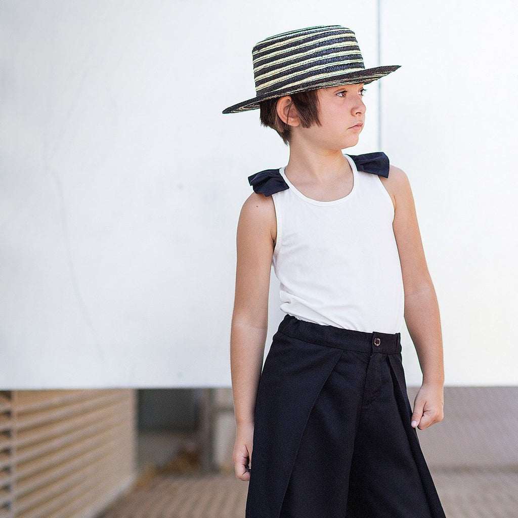 Girl wearing monochrome sleeveless cotton top for girls by Motoreta