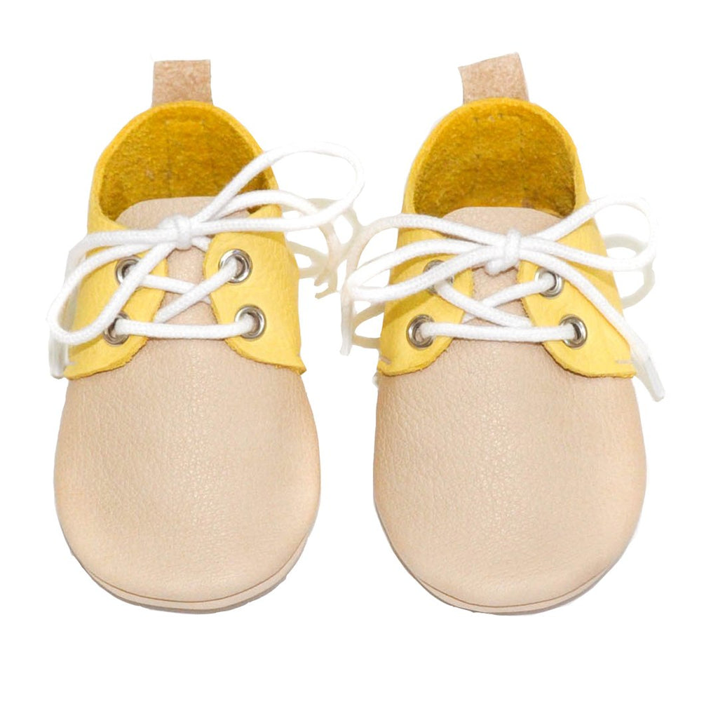 Yellow and camel bicolor leather baby boy shoes are ideal to create a mini-me look by Little Lambo