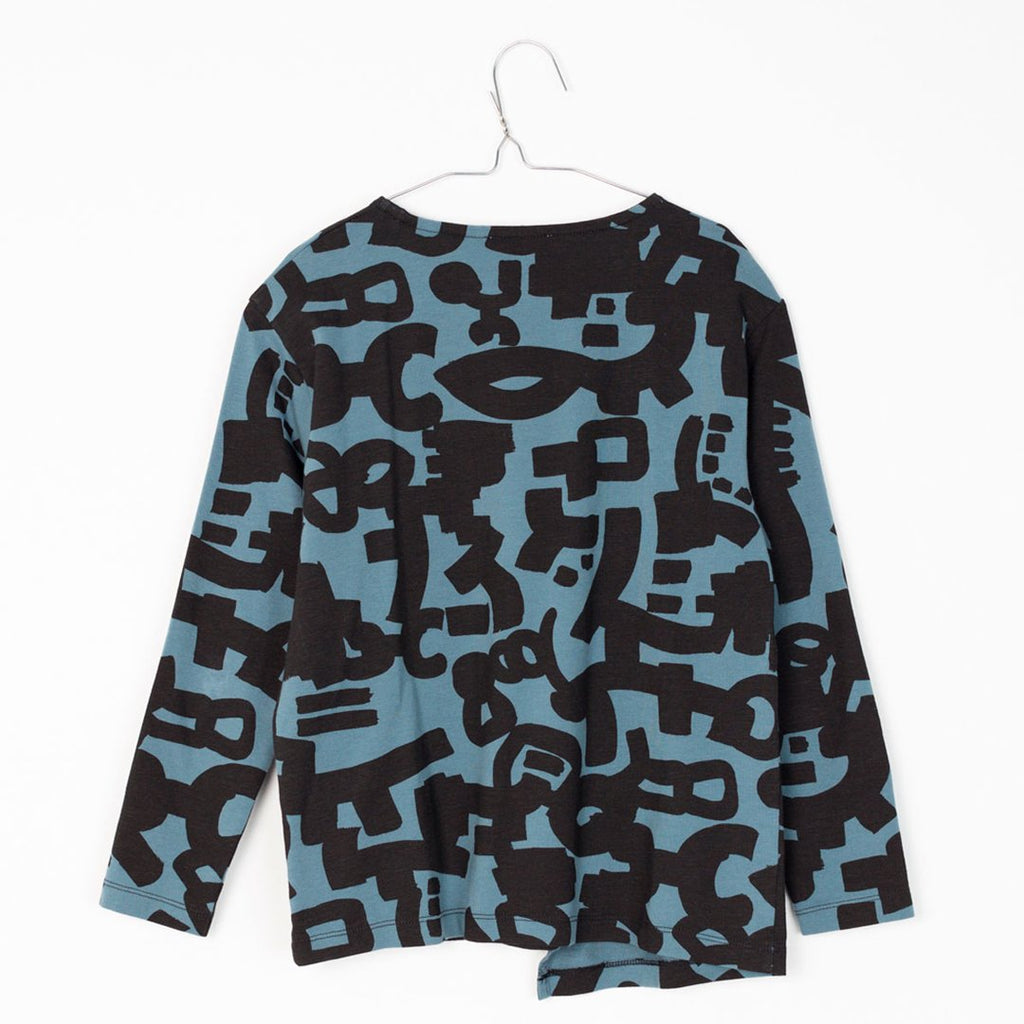 Back of blue and black long-sleeve boys t-shirt with geometric print by Motoreta