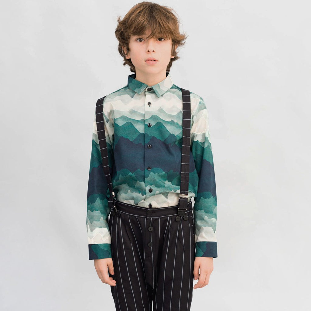 Boy wearing a shirt with a beautiful landscape print by Motoreta