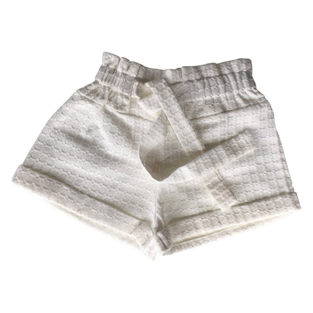 High-rise shorts, in honeycomb lace with a front bow by Chichirikids