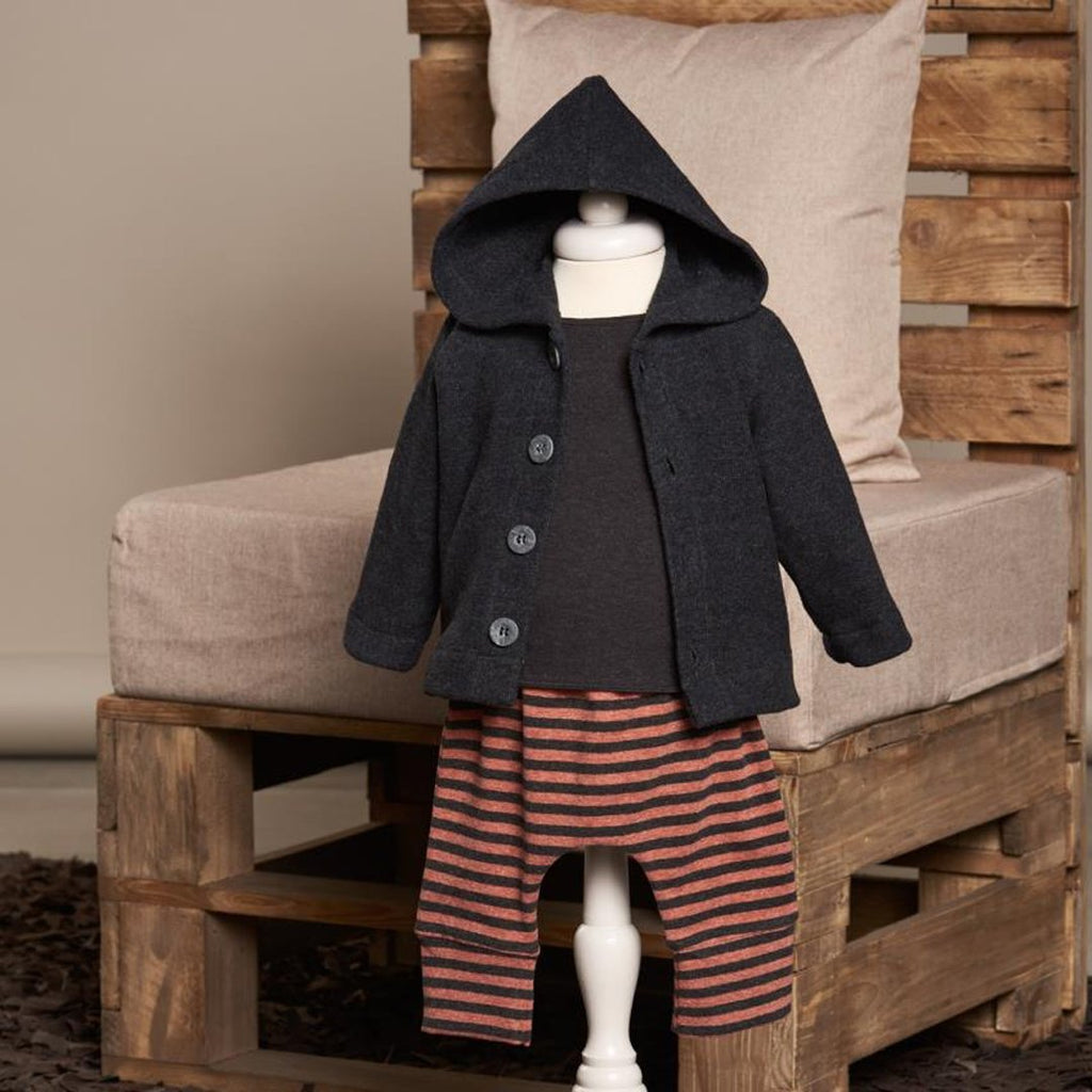 Example of outfit with Stripes coal and rust cotton fleece pants. by Il Guardarobino