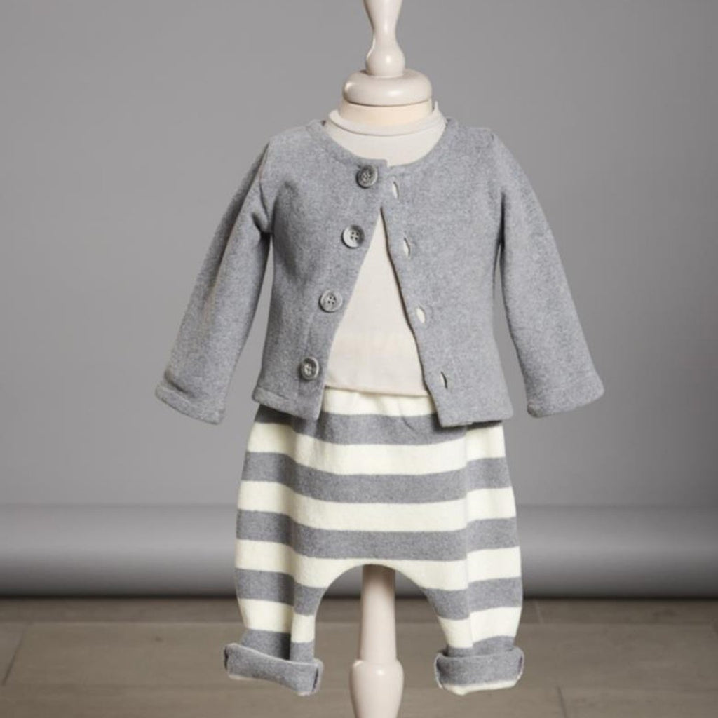 Outfit with Soft, long-lasting cardigan knit for babies by Il Guardarobino