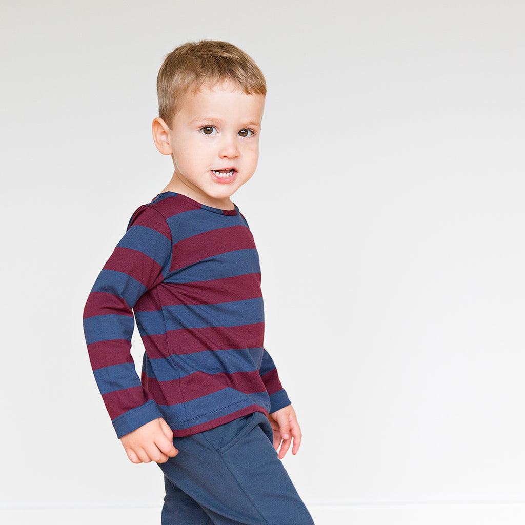 Boy wearing a Long-sleeve t-shirt in blue and bordeaux stripes by Il Guardarobino