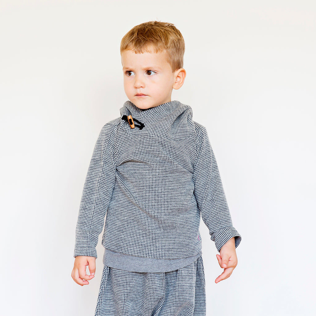 Boy wearing sweater in pied de poule pattern weave by Chichirikids
