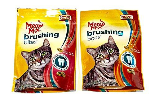 Meow Mix Brushing Bites Cat Dental Treats Made with Real Salmon and Chicken, 4.75 oz