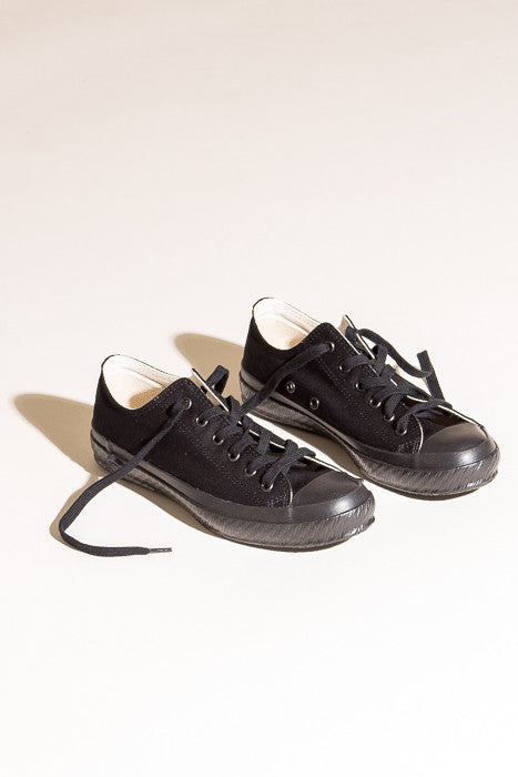 Shoes Like Pottery Low Top in Black