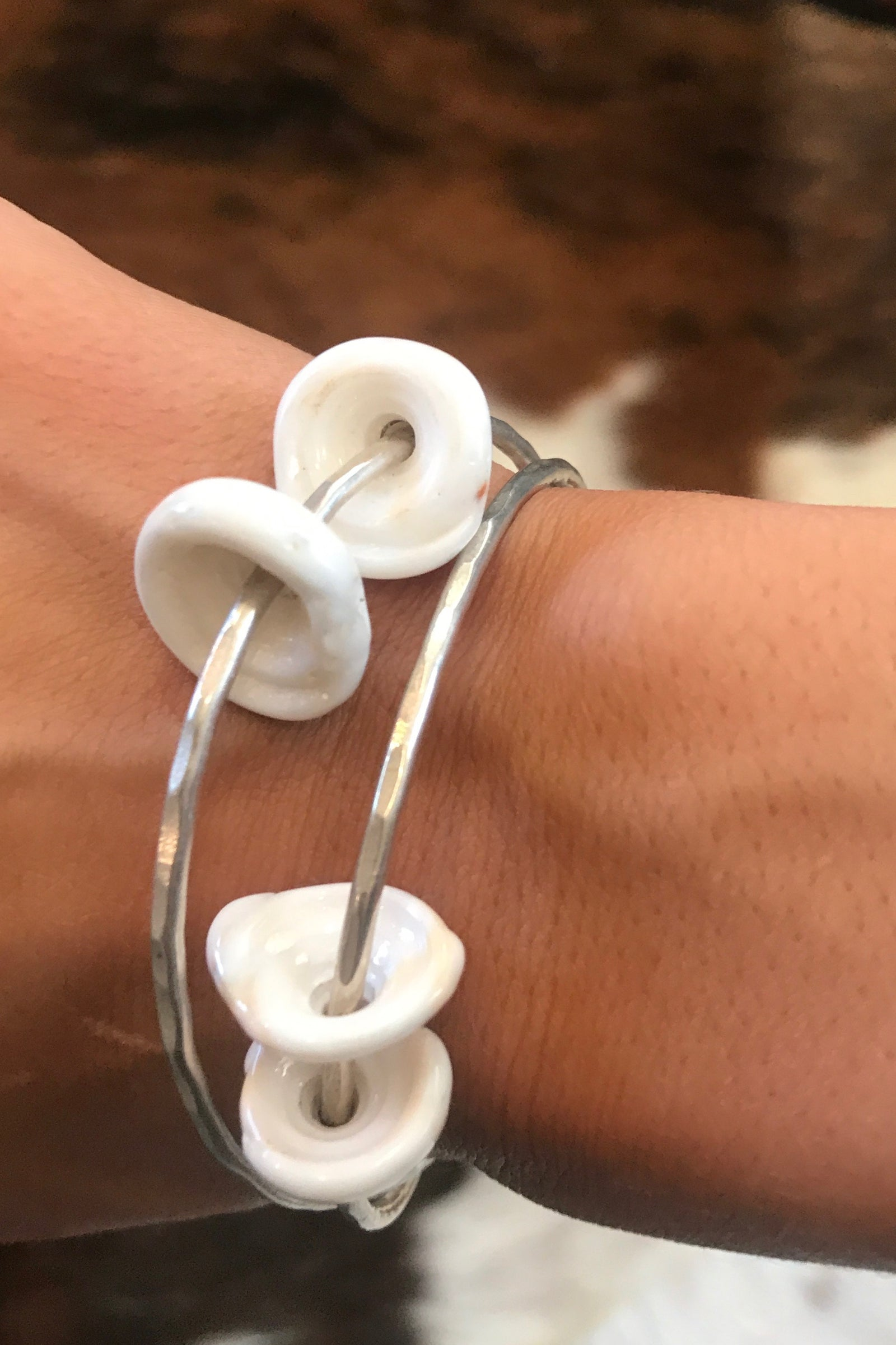 KAWELA KAI BEACH BANGLE SILVER - PUKA SHELL