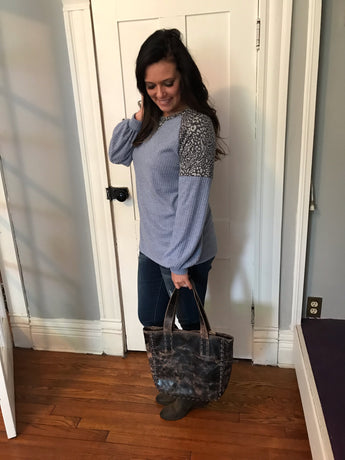 CHAMBRAY RIBBED TOP W/ ANIMAL PRINT
