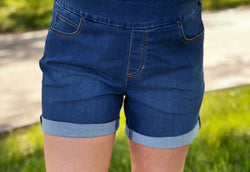 MEDIUM DENIM PULL ON SHORT
