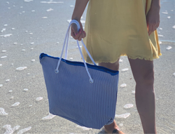 BLUE/WHITE STRIPED BEACH BAG