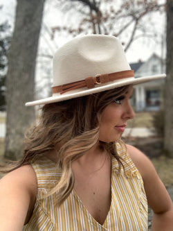 BEIGE WIDE BRIM HAT
