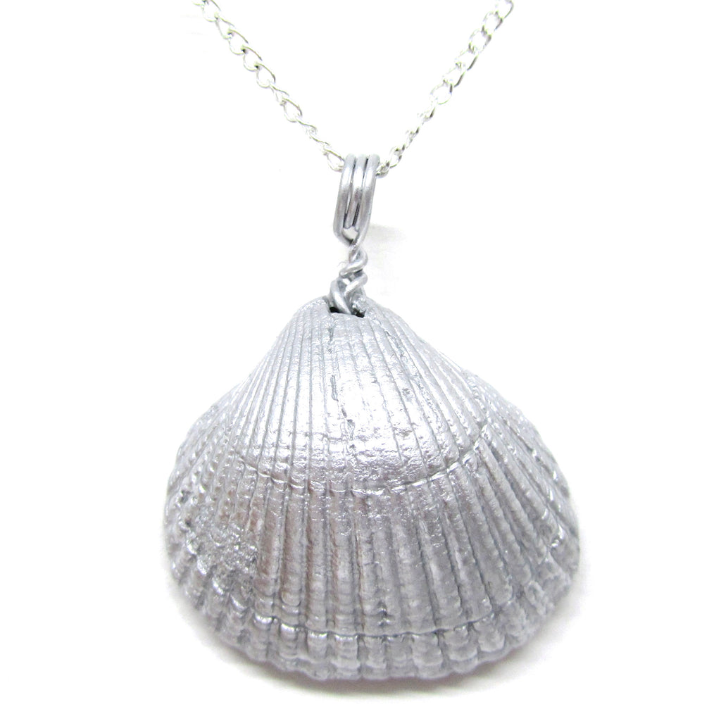 Silver Metallic Cockle Shell Pendant Necklace (No. 696)